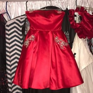 Red short Sherri hill dress